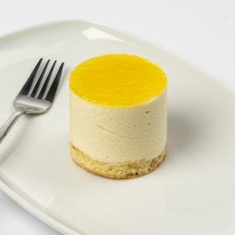 bavarois dessert passievrucht met biscuitbodem