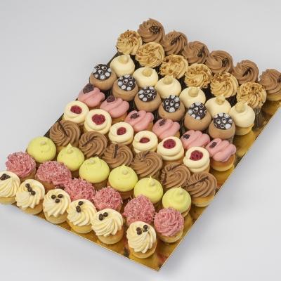 Petit four: crème hazelnoten, mokka, vanilla, pistache, chocolade, framboos