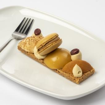 tiramisu, mascarpone, amaretto, koffie melkchocolade, ganache koffie met macaron koffie